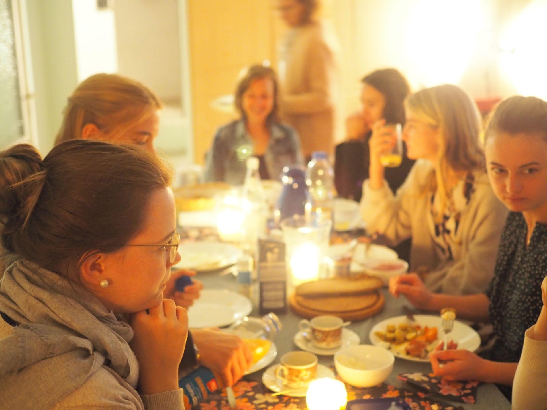 Frauen beim Essen
