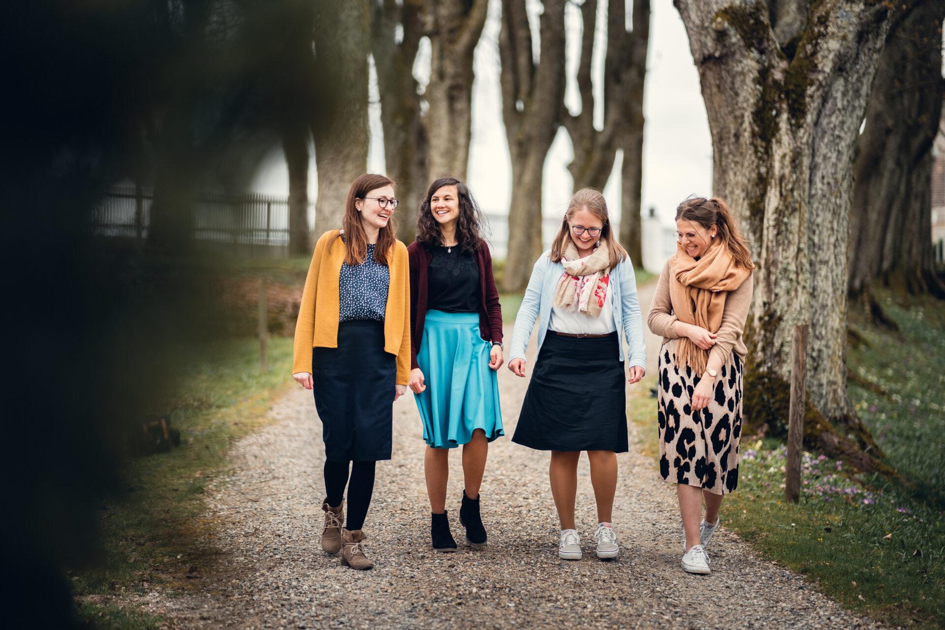 Gruppen der KJB: KJB Mädchen lachen zusammen