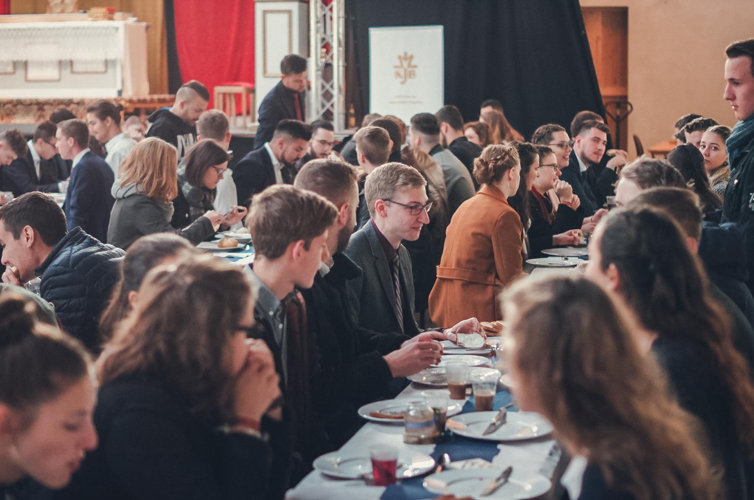 Ein KJB Treffen mit vielen Jugendlichen