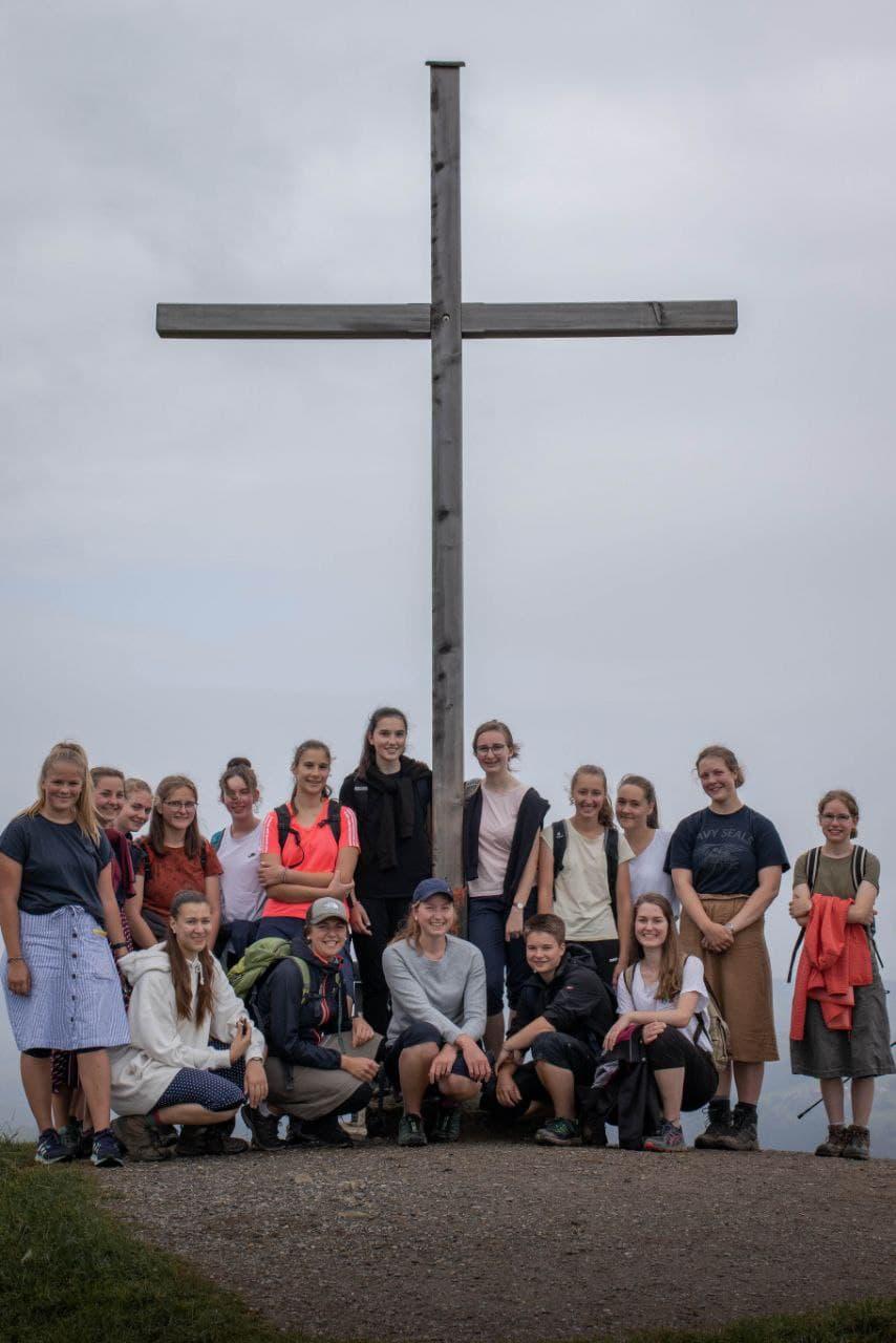 Mädels am Gipfelkreuz